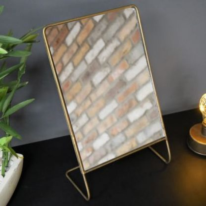 This gold table mirror is fabulously simple but oh so stylish. The gold painted wire frame forms the stand. stands 33 x 22 x 11cm.Perfecto!