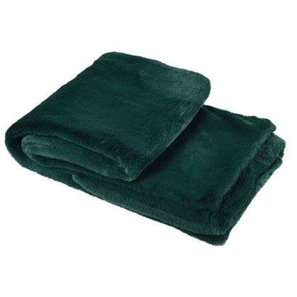 This wonderfull soft bottle green faux fur throw is a wow and a must have for winter! masures 140 x 180 cm so will cover you all on the sofa!
