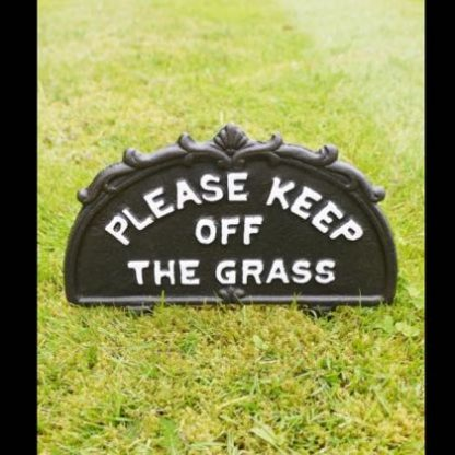 This durable and stylish keep off grass sign is made of cast iron. Painted black and white with spikes. 25 x 26 x 1cm Great value too.