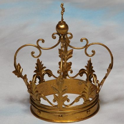 Gold crown ornament table decor gift present quirky for Quirky ornaments uk