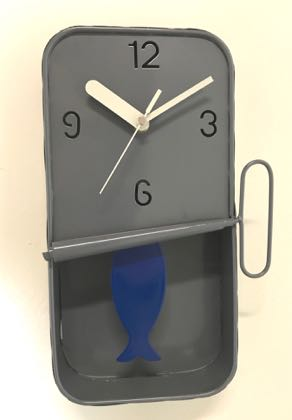 This grey sardine pendulum clock is an absolute gem! Perfect in any kitchen. Small enough to squeeze in anywhere. Measures 30 x 18 x 6cm. Great value too.