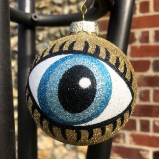 With lashings of style and colour, this glitter eye bauble will look the very thing in your tree tthis Christmas! 7cm and great value!