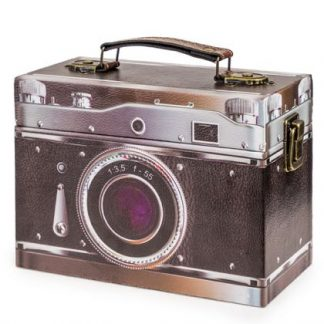 Get tidy with this super stylish retro camera box. Covered with high quality printed vinyl of an old style camera image . Handle on top. H14 x W20 x D9cm