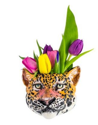 Super detail, style and finish to this leopard wall vase. Fantastic size and colour, super value for money too. 13 x 12 x 12cm. Hangs easily and safely.